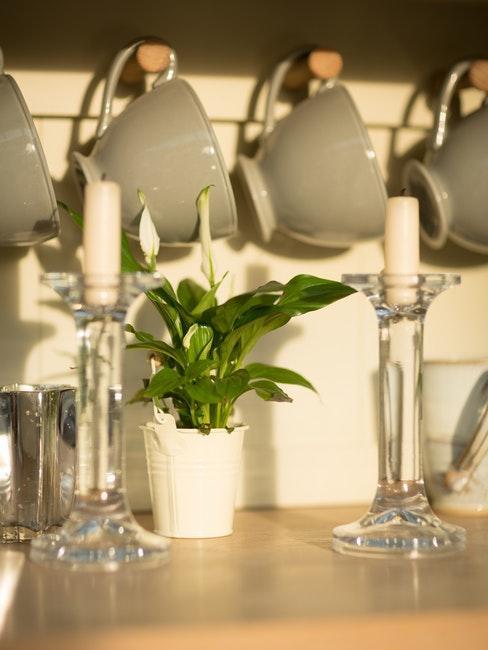 chandeliers transparents avec bougies blanches