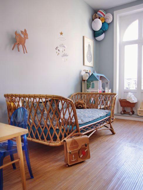 Chambre de bébé bois, gris et bleu