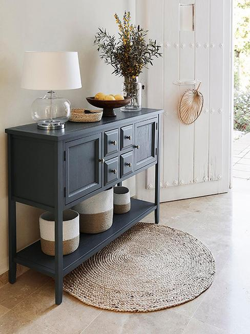 buffet bleu style maison de campagne et tapis rond en jute