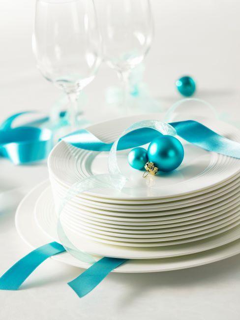 Assiettes blanches en porcelaine, design sobre