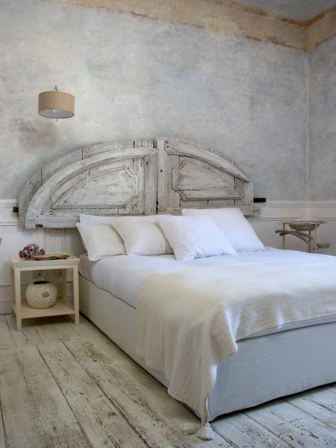 Chambre à coucher vintage avec tête de lit DIY crème