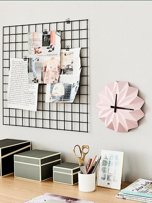 horloge murale rose avec organiseur