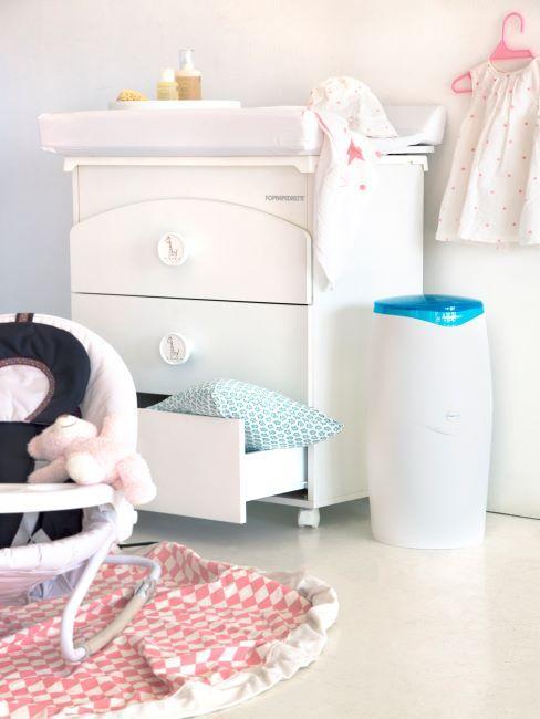 Meubles blancs pour bébé avec poubelle