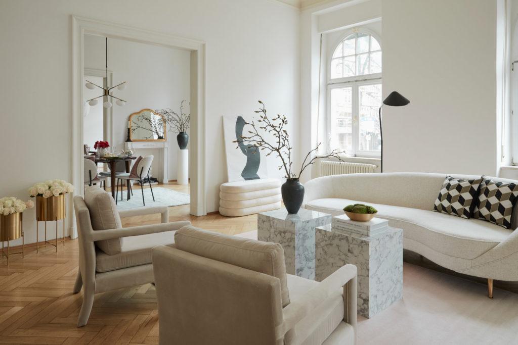 fond virtuel zoom avec salon chic avec table d'appoint en marbre