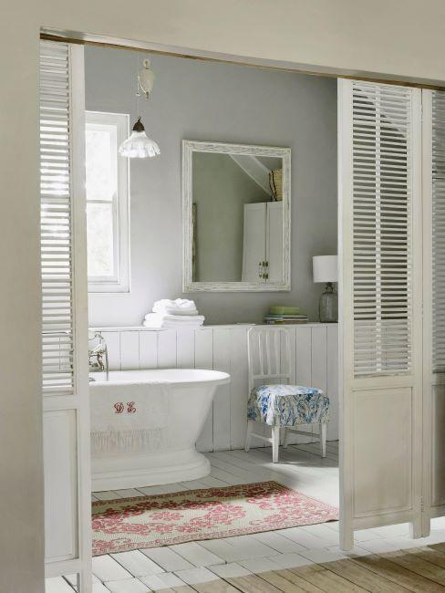 salle de bain blanche rétro