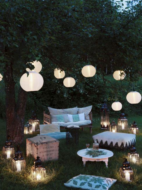 jardin annbiance cosy avec lanternes