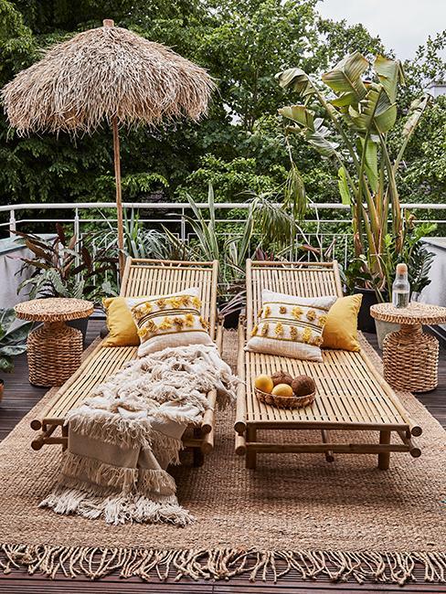 terrasses avec transats en bambou et plantes de terrasse