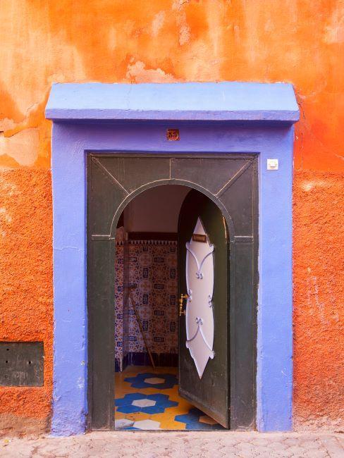 Facade marocaine couleurs orange et lilas