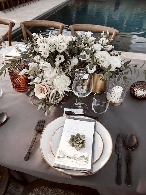 décoration de table de mariage avec fleurs