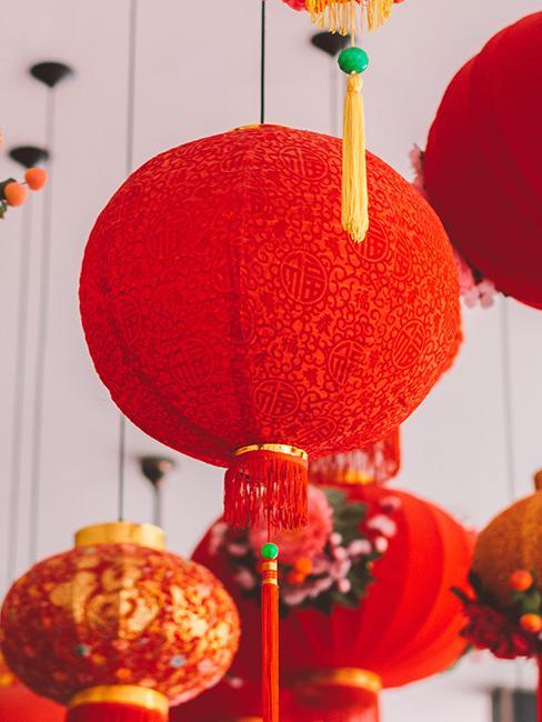 mariage oriental lanternes chinoises rouges suspendues