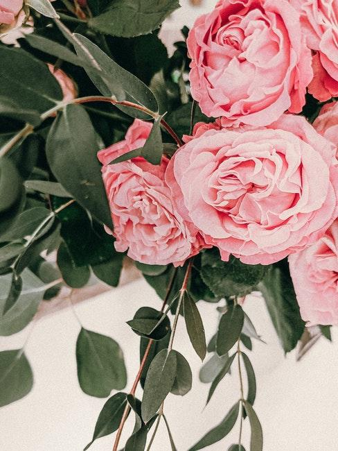 guirlande de roses et de feuillage decoratif