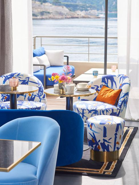salle de restaurant au bord de mer
