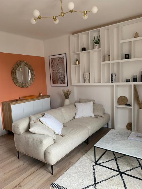Hometour @Coralineball Salon avec canapé beige et mur terracotta