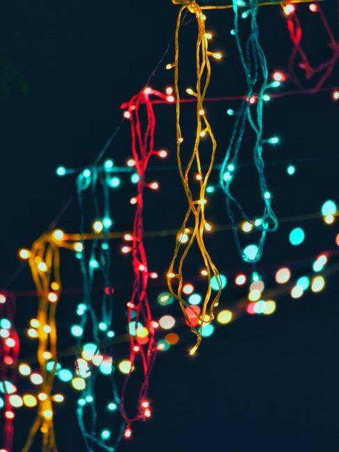 guirlandes lumineuse de differentes couleurs