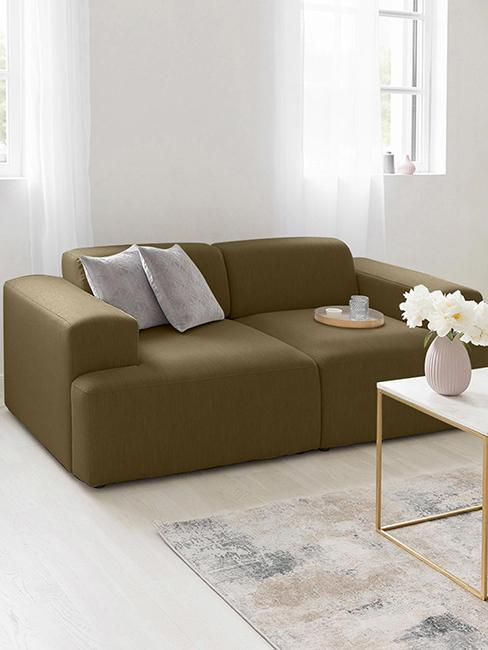 salon tendance avec canapé vert kaki