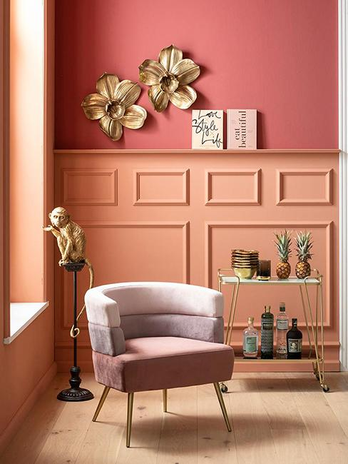 fauteuil rose avec mur rose corail