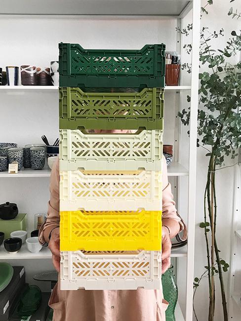 cagettes vertes et jaunes