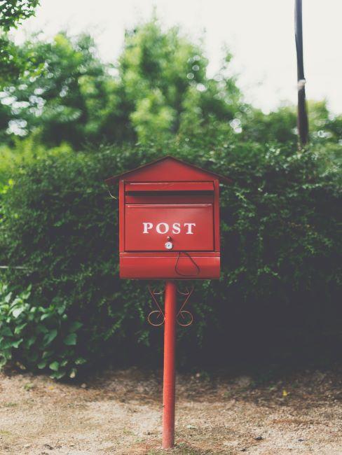 Boite au lettre exterieure rouge