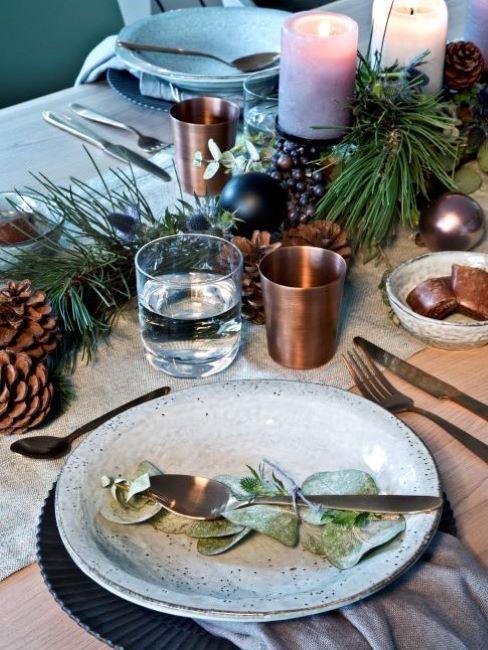 noel tendance, tendance 20-21, pomme de pin, table de noel durable artisanale, verre cuivre