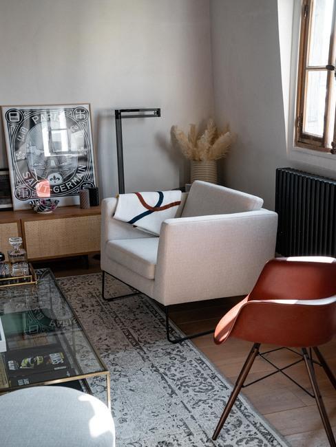 Fauteuil beige dans salon style industriel @lepetitfrançais