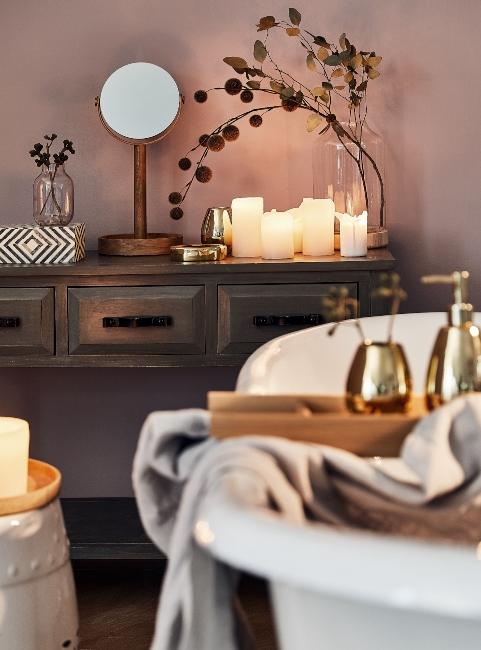 Salle de bain zen avec baignoire et bougie