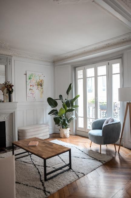 salon retro avec fauteuil en velours dans appartement trendy de Dressingleeloo