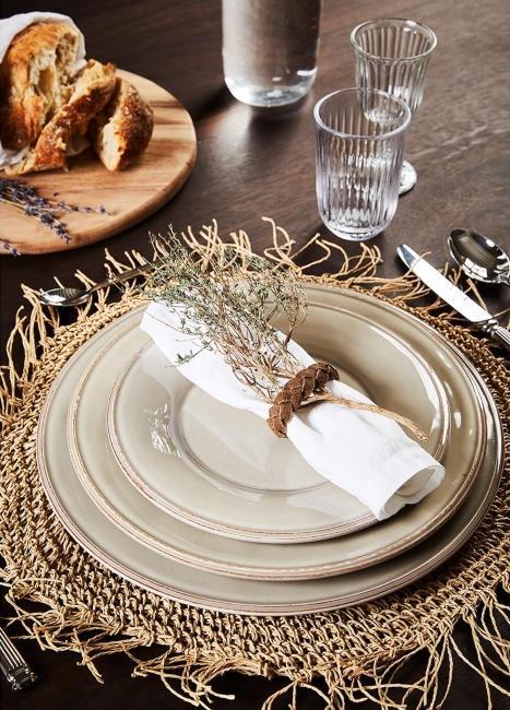 Cuisine style boho avec set en algues