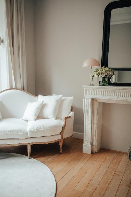 canapé blanc dans le bureau deMilkywaysblueyes