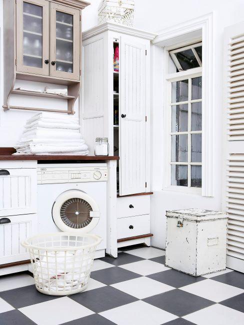 cuisine vintage blanche et sol en damier et machine à laver