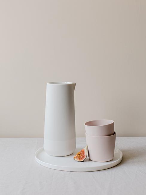 carafe et bols en porcelaine blanche