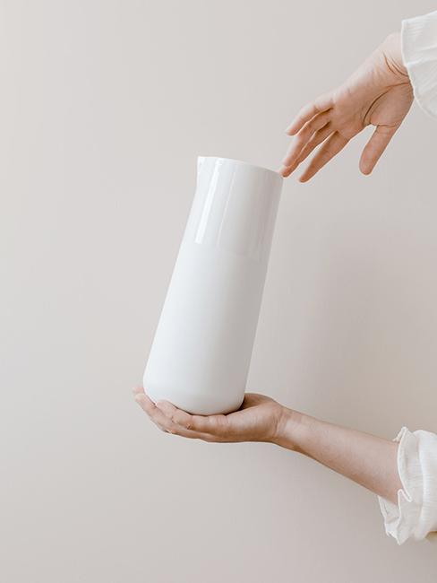 carafe empreinte porcelaine blanche
