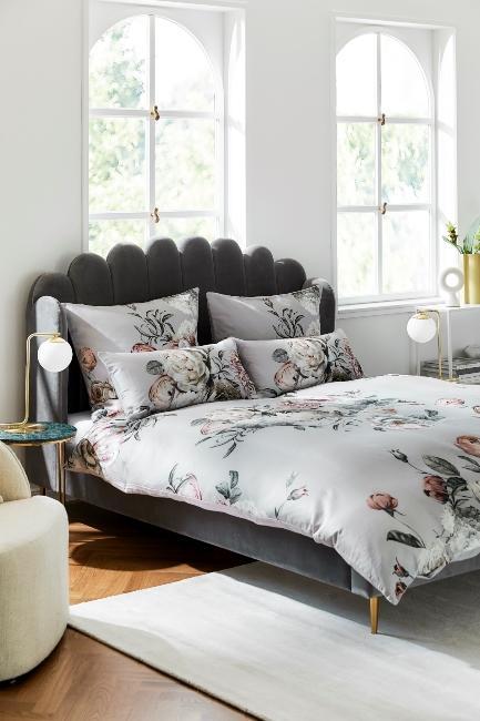 Chambre style vintage avec tête de lit en velours gris