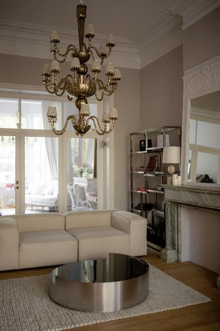 Salon cosy avec canapé dans le bureau de Mlikywatsblueyes