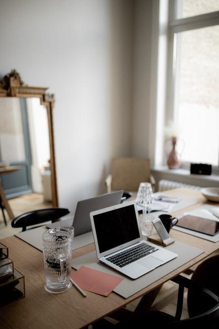 Espace de réunion dans le bureau de Milkywaysblueyes