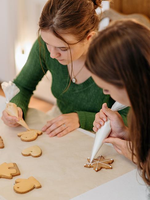 confection de décoration de Noël durable avec des biscuits de Noël
