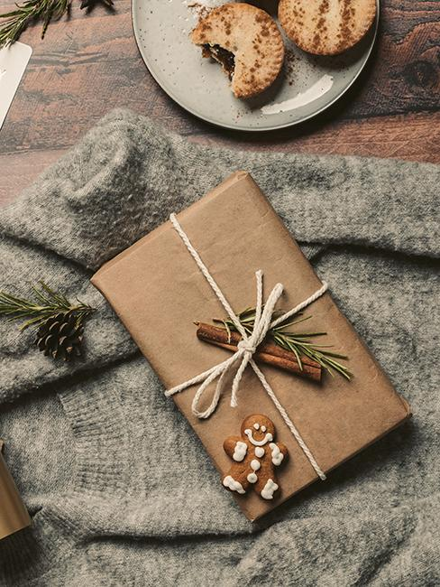 emballage cadeau avec papier kraft