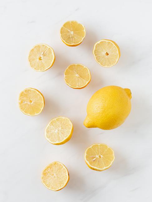 rondelles de citron et citron jaune entier