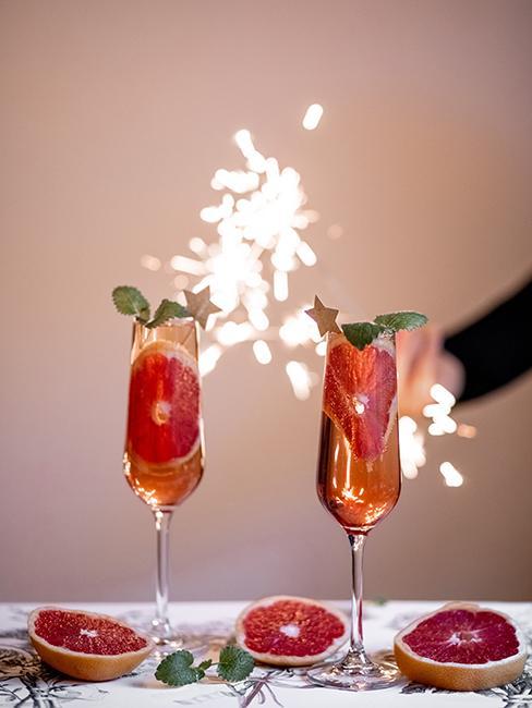 Coupes de champagne avec cierge magique