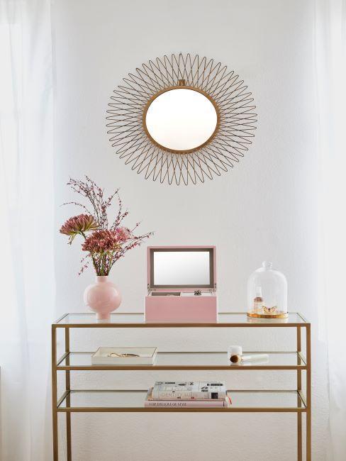 miroir de l'entrée, miroir soleil, console en verre, vase rose, boite à bijoux, style glamour