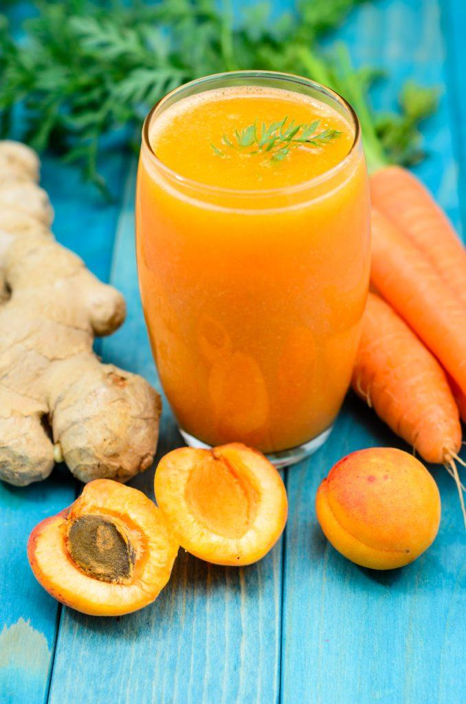 jus detox, smoothie, carottes, orange, prunes, gingembre