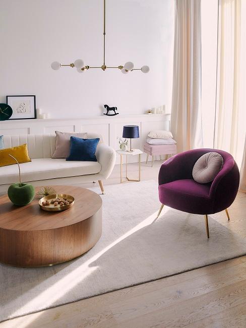 petit salon glam avec fauteuil en velour violet