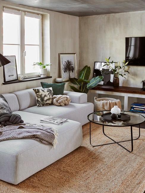 petit salon avec canapé en L et table basse ronde