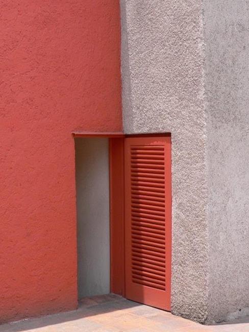 extérieur maison avec mur rouge