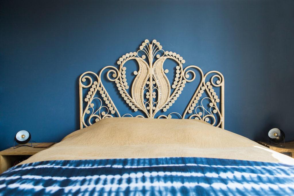 Tête de lit originale couleur or et en acier