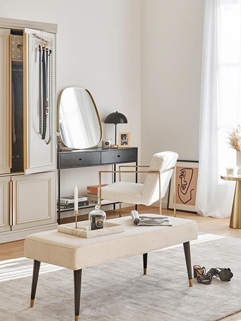 Coiffeuse moderne avec console noire, miroir doré, fauteuil blanc