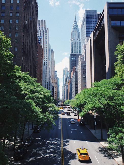 Rue avec un taxi jaune et des buildings à New York