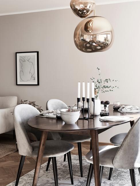 salle à manger moderne avec suspension design comme éclairage d'intérieur