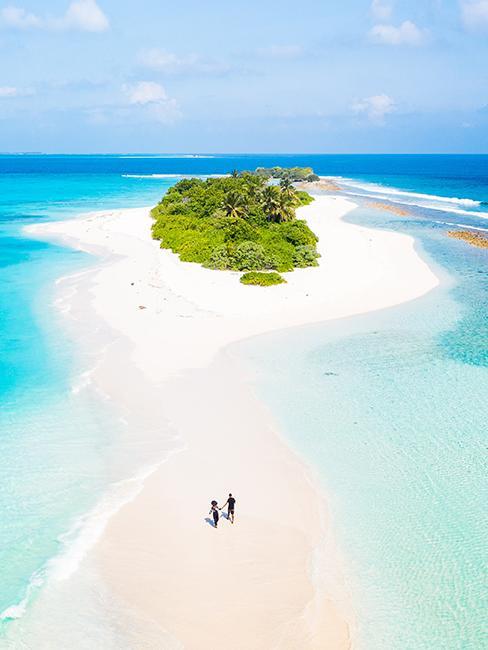 Ile des maldives avec plage de sable fin