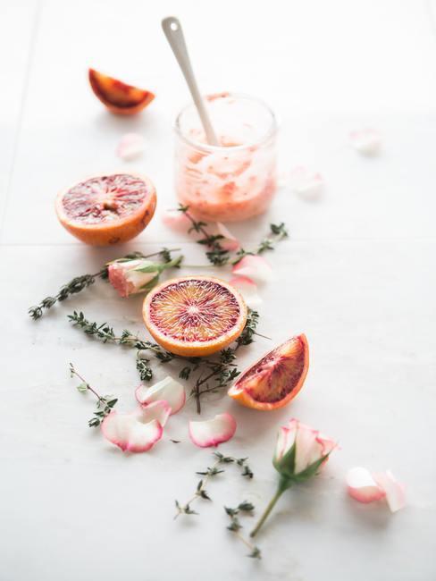 Cosmétiques naturels à base d'orange sanguine et de rose