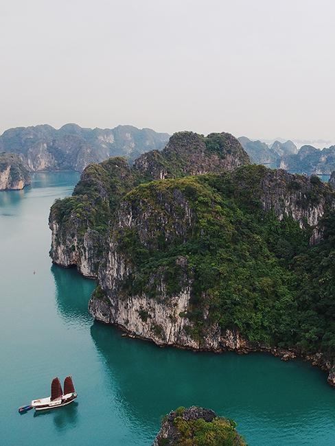 ile avec bateau au vietnam